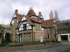 Villa in cottagestijl met drukkerij-uitgeverij Lannoo