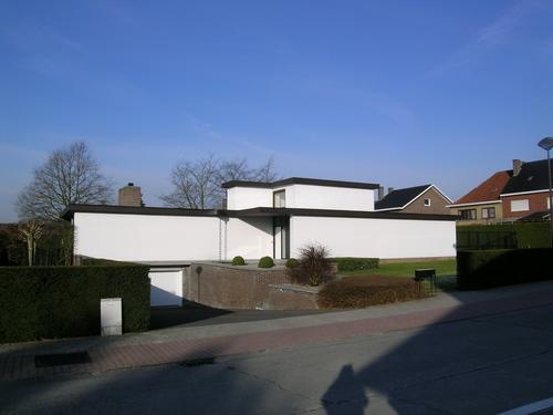 Villa in omhaagde tuin