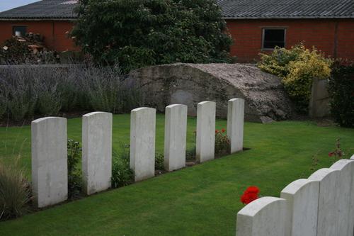 Derry House Cemetery No. 2 met Britse bunker