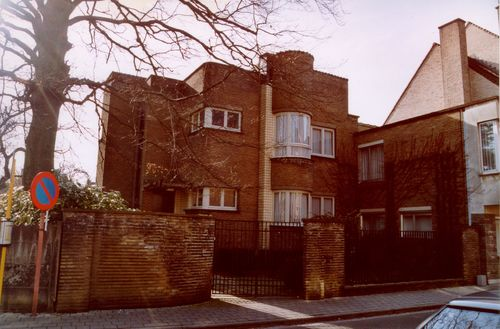 Vrijstaand woonhuis in modernistische stijl