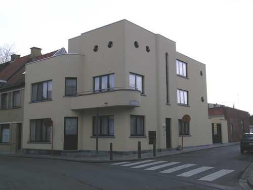 Modernistisch hoekhuis ontworpen door B. Christiaens