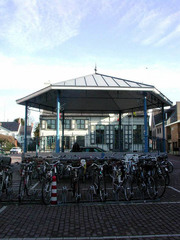 Kiosk, centraal ingeplant op het marktplein