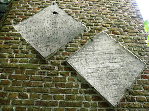 Wielsbeke St.-Brixiusplein zonder nummer Obiits aan de Sint-Brixiuskerk
