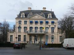 Kasteel Hernieuwenburg, Gemeentehuis van Wielsbeke