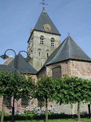 Anzegem Dorpsplein zonder nummer Parochiekerk Sint-Jan-Baptist en Eligius